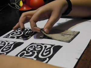 Linocut Magic Maze - la stampa
