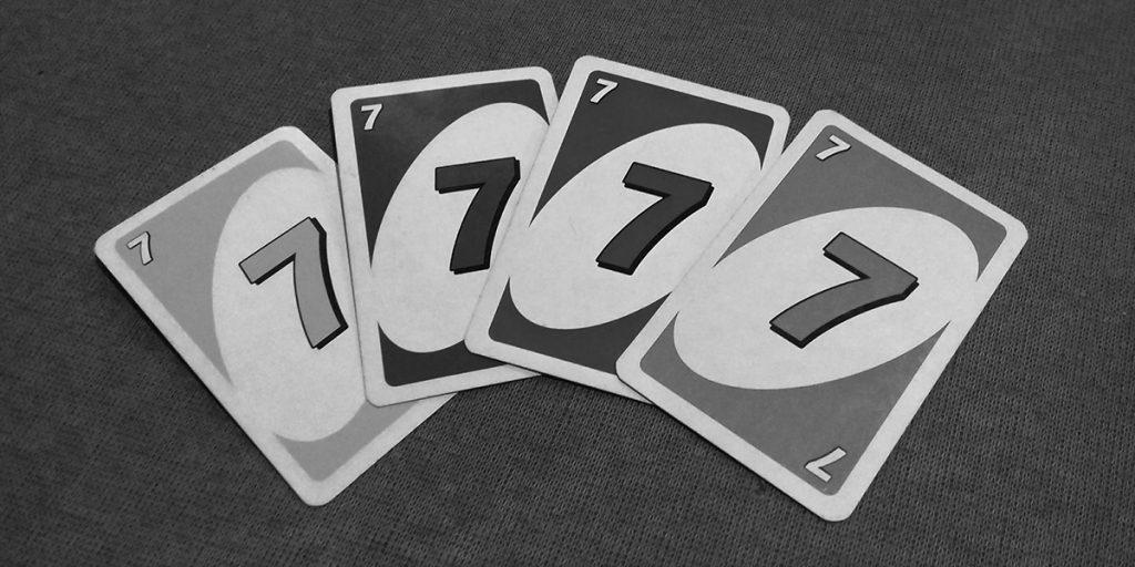 Tutti i colori del gioco - carte UNO bianco e nero
