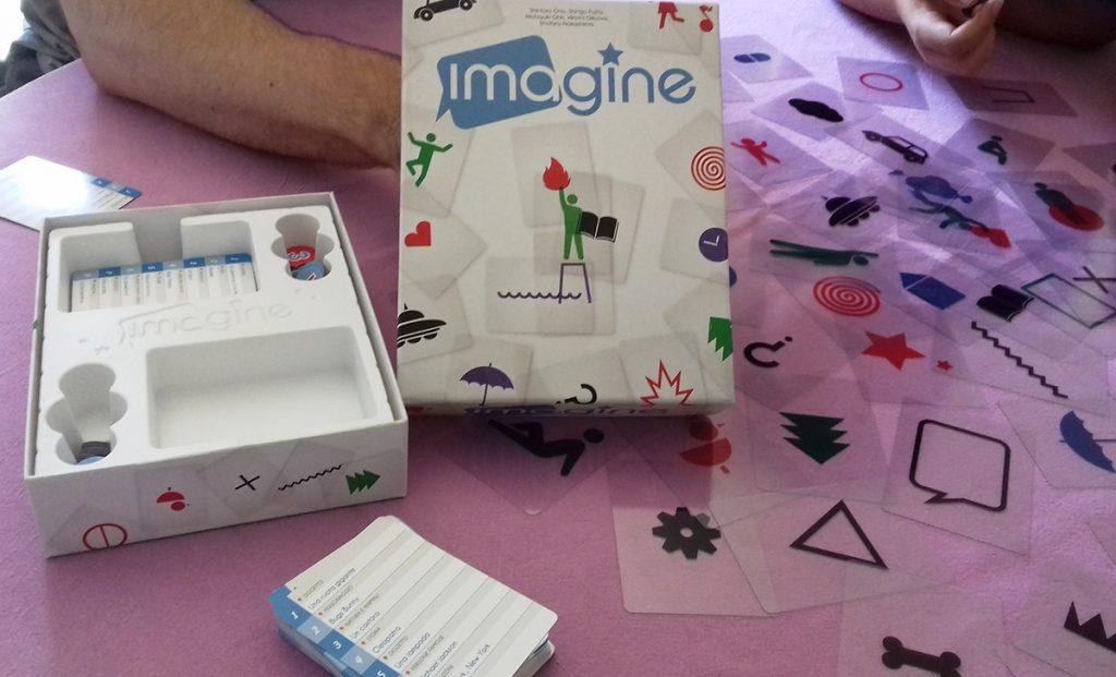 """Scatola e componenti del gioco """"Imagine"""""""