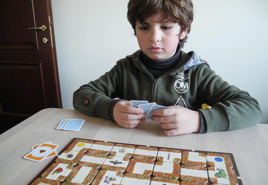 Labirinto magico - Lorenzo concentrato per la prossima mossa
