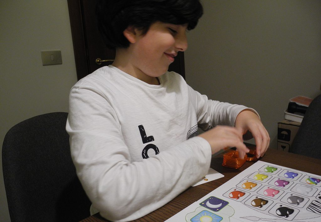 Davide gioca felice a Concept Kids  Animali