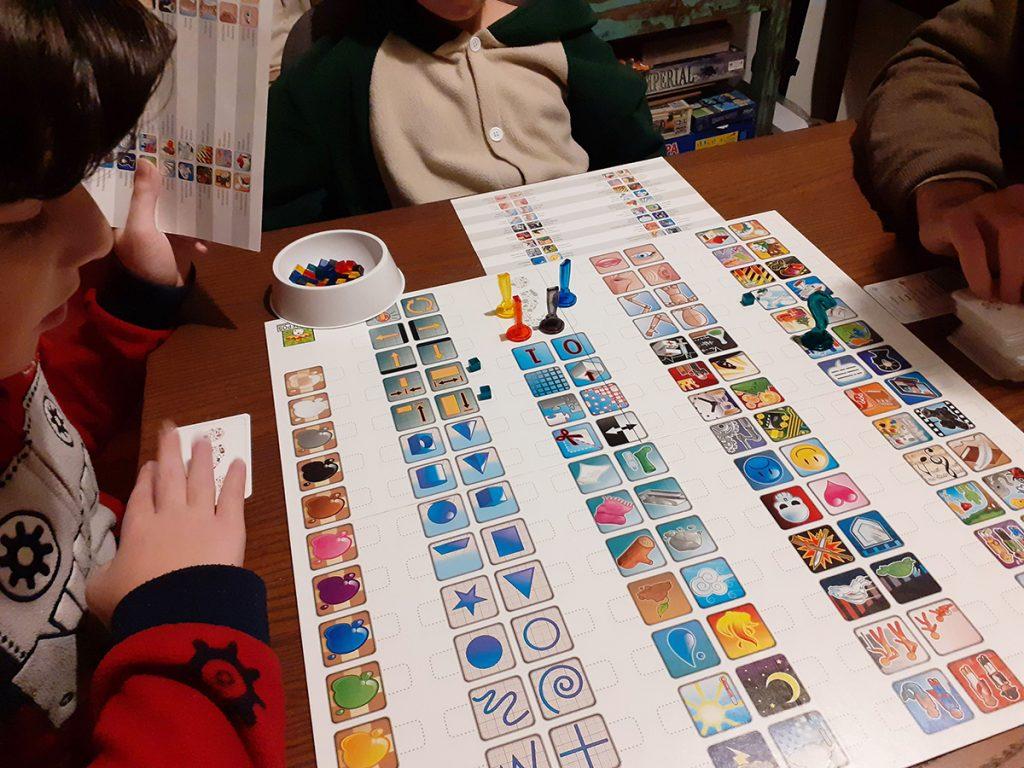 Giocando tutti insieme a Concept... bambini in pigiama prima di cena!
